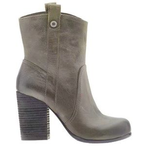 Vince Camuto Bennie ankle boot in Ash gray